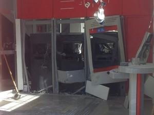 Três bancos de Salesópolis foram alvos dos criminosos (Foto: Willian Tanida/TV Diário)