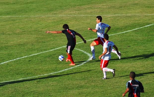 Kível marcou os dois gols do River Plate (Foto: Felipe Martins/GLOBOESPORTE.COM)