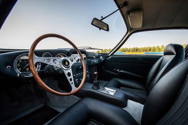 Interior do Lamborghini teve revestimentos restaurados, além da troca de peças  (Foto: Divulgação)