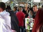 """Trabalhadores informais transformam trem de São Paulo em """"shopping"""""""