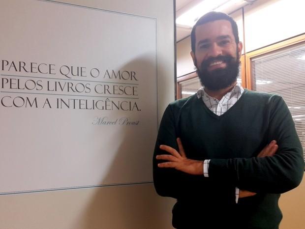 O ex-vendedor de cocadas Cristian Santos, de Brasília, que fez cinco cursos de graduação  (Foto: Raquel Morais/G1)