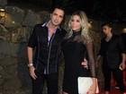 Latino chega acompanhado em festa mas nega namoro: 'Conhecendo'