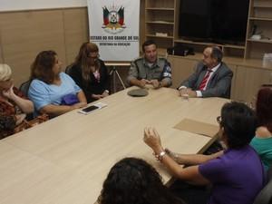 Reunião definiu pela reabertura da escola em Porto Alegre (Foto: Evandro Oliveira/Seduc)