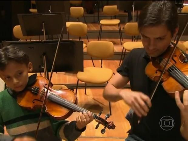 Abner disse que vai se dedicar para futuramente integrar a Orquestra de Berlim (Foto: Reprodução/Fantástico)