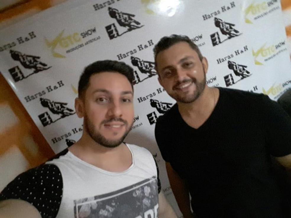 Gustavo Braga ao lado de Fernando (dir.), integrante da dupla morto em acidente em Itatiba (Foto: Gustavo Braga/Arquivo Pessoal)