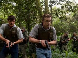 Os atores Pedro Pascal (à esq.) e Boyd Holbrook vivem agentes da DEA na série 'Narcos', que estreia em 28 de agosto e é dirigida pelo brasileiro José Padilha; protagonista é Wagner Moura, na pele de Pablo Escobar (Foto: Divulgação)