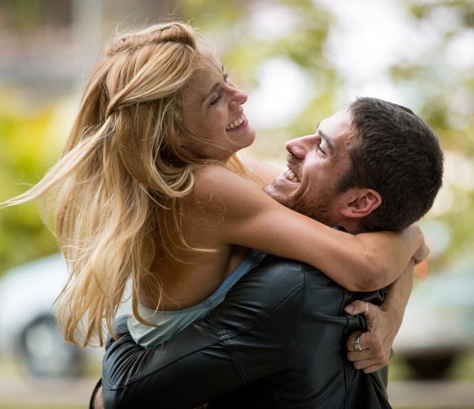 Encontro entre Lara e Dante promete fortes emoções (Foto: Fabiano Battaglin/ Gshow)