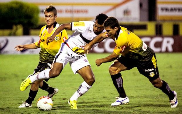 Renato do Paulista na partida contra o São Bernardo (Foto: Ag. Estado)