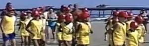 Operação Golfinho ensina  cuidados no mar para crianças (Reprodução/RBS TV)