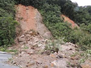 Chuva provocou deslizamentos em diferentes trechos. (Foto: Pedro Carlos Leite)