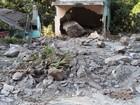 Pedras rolam e atingem casa e bar  na ES-355, em Santa Leopoldina