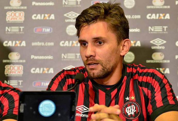 Zagueiro Paulo André do Atlético-PR (Foto: Site oficial do Atlético-PR/Divulgação)