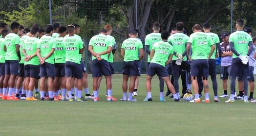 dois times e banco (Luiz Henrique/Figueirense FC)
