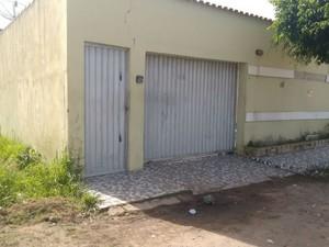 Oito pessoas morreram e uma ficou ferida em chacina na Bahia (Foto: Taísa Moura / TV Santa Cruz)
