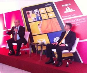 Ministro das Comunicações Paulo Bernardo (à esquerda) e Almir Narcizo, presidente da Nokia no Brasil (Foto: Amanda Demetrio/G1)