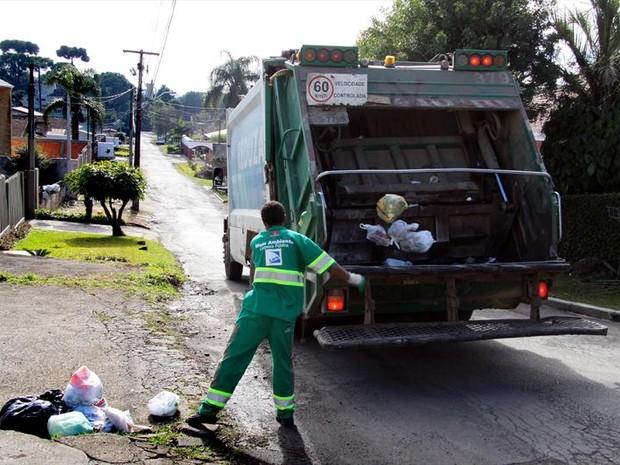 Coleta de lixo em Curitiba (Foto: Valdecir Galor/SMCS/Divulgação)