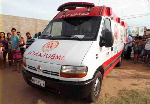 Ambulância onde a vítima foi assassinada (Foto: Marcelino Neto)