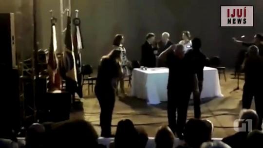 Abelhas picam ex-prefeito durante transmissão de cargo em Ijuí; vídeo