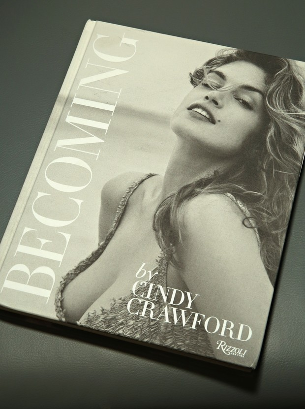 Capa do livro de Cindy Crawford (Foto: Cindy Ord / GETTY IMAGES NORTH AMERICA / AFP)