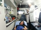 Priscila Pires mostra foto em maca dentro da ambulância