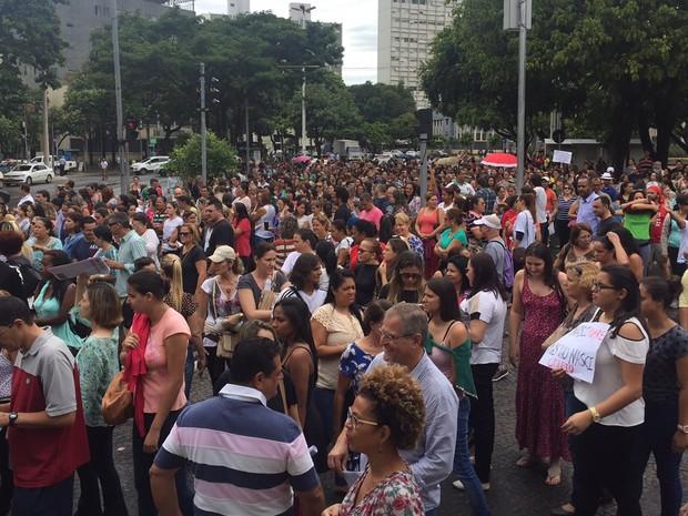 Goiânia: manifestantes protestam na Praça Cívica nesta quarta-feira (15) (Foto: Murillo Velasco/G1)