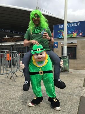 Torcedor irlandês no Stade de France (Foto: Felipe Barbalho/GloboEsporte.com)