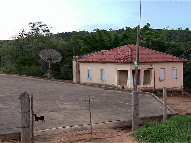 Irmãos foram encontrados mortos dentro de casa, em Coqueiral, MG (Foto: Claudemir Camilo / EPTV)