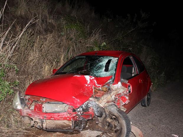 Parte do carro ficou destruída em acidente (Foto: Ediomário Catureba/ Portal Bacia do Jacuipe)