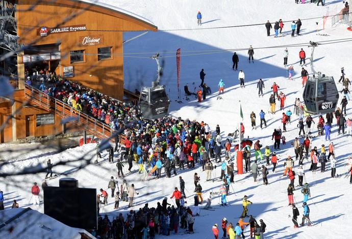 estação esqui meribel local acidente Schumacher - esquiadores (Foto: AFP)