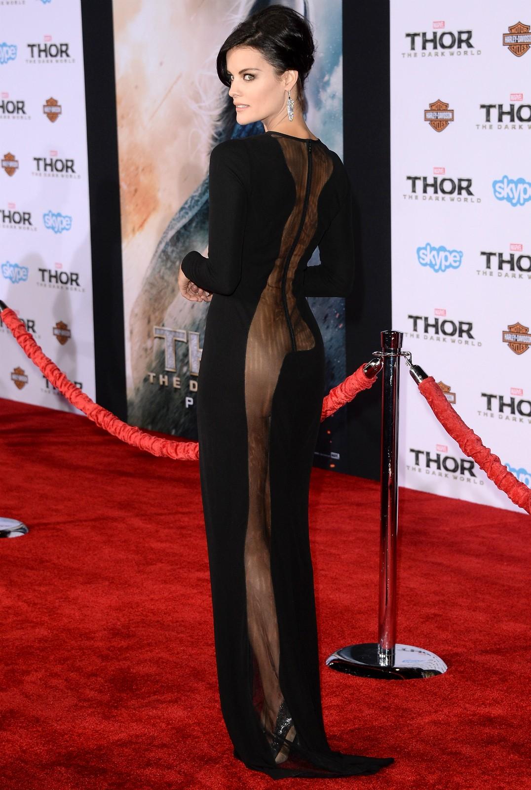A atriz Jaimie Alexander na première de 'Thor: O Mundo Sombrio' (2013), em Hollywood. (Foto: Getty Images)