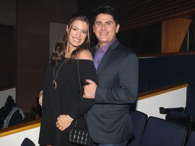 Elaine Mickely e César Filho em show em São Paulo (Foto: Manuela Scarpa/ Brazil News)