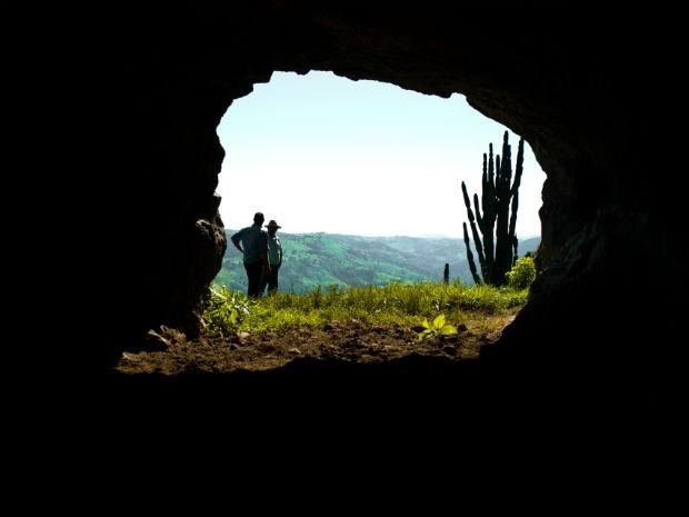 A primeira caverna de origem vulcânica do país é chamada de Casa da Pedra (Foto: Miguel Burei/ Arquivo pessoal)
