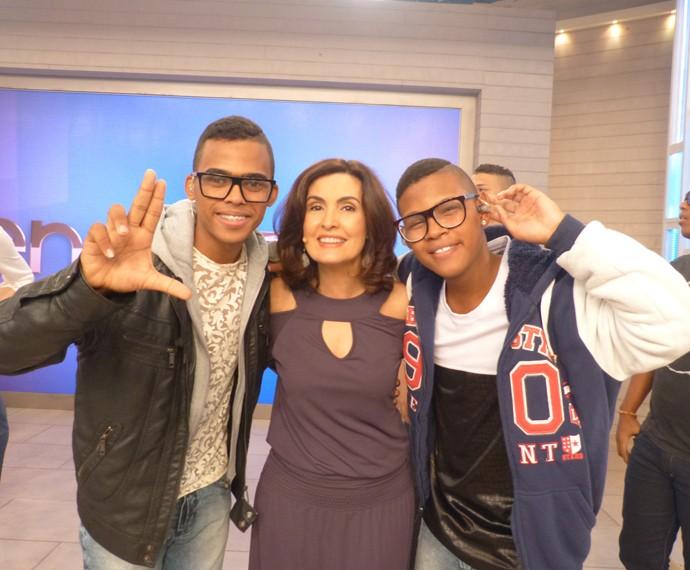 Com os cantores Lucas e Orelha (Foto: Marcele Bessa / Gshow)