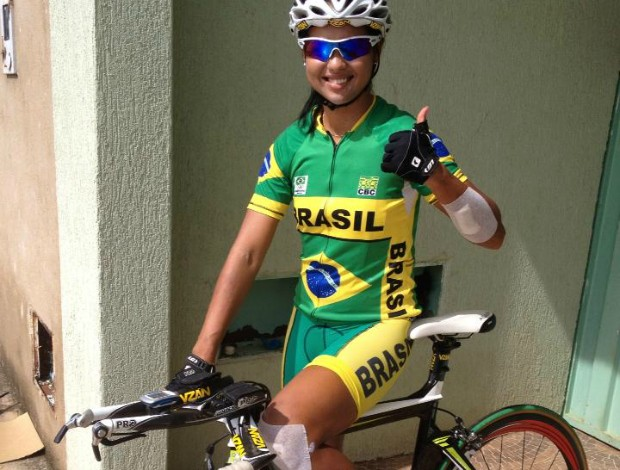 Ciclista Clemilda Fernandes volta a treinar no ciclismo de estrada (Foto: Reprodução/Facebook)