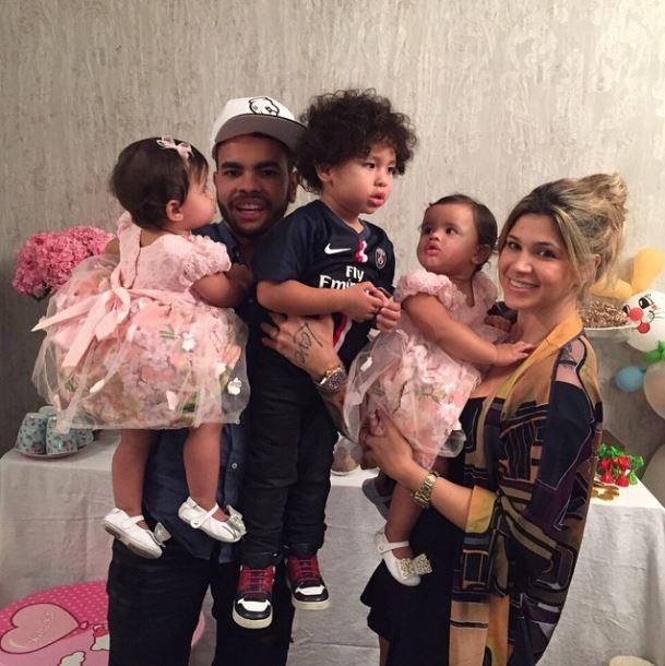 Dani Souza e Dentinho com os filhos (Foto: instagram/reprodução)