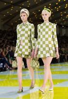 Jessica Alba e mais famosas apostam no quadriculado da Louis Vuitton