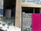 Explosivo destrói porta de posto da PM em Guarapari, ES