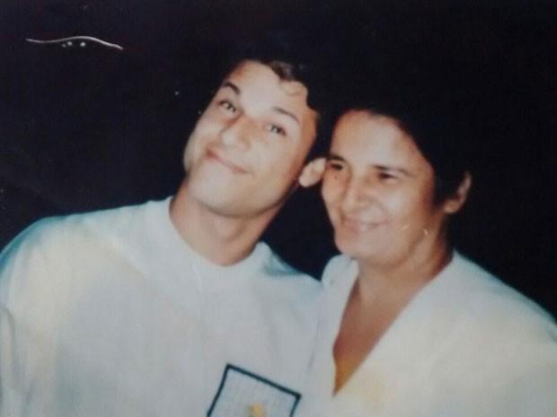 Dinho e a mãe, Célia Alves (Foto: Célia Alves/Arquivo Pessoal)