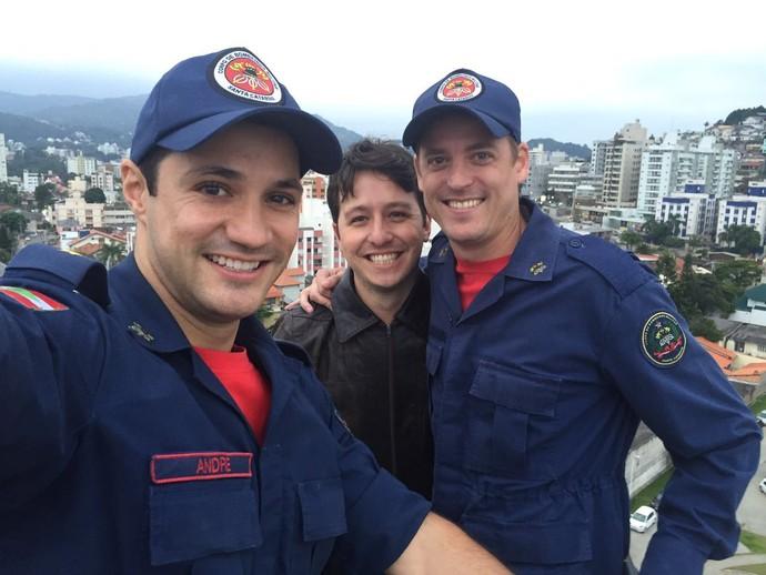 Gui viveu dia de bombeiro  (Foto: RBS TV/Divulgação )