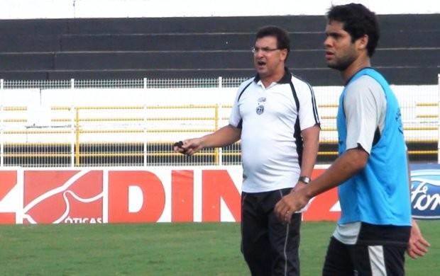 Estevam Soares comanda primeiro treino no XV (Foto: Bernardo Medeiros / Globoesporte.com)