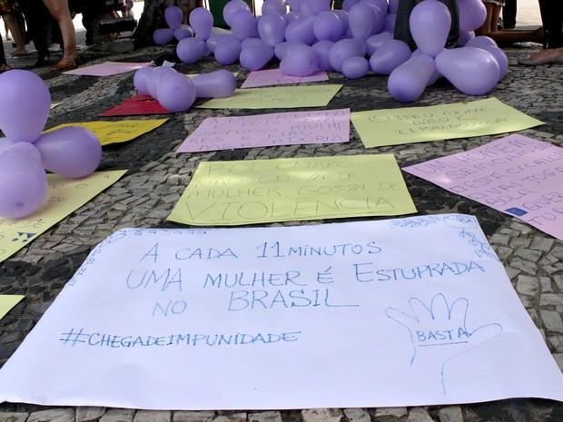 Grupo pediu o fim da violência contra a mulher (Foto: Ive Rylo / G1 AM)