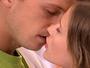Leticia e Gustavo se beijam