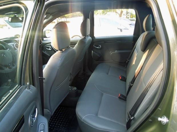 Espaço traseiro da Renault Oroch é tão generoso quanto o do SUV Duster (Foto: Luciana de Oliveira/G1)