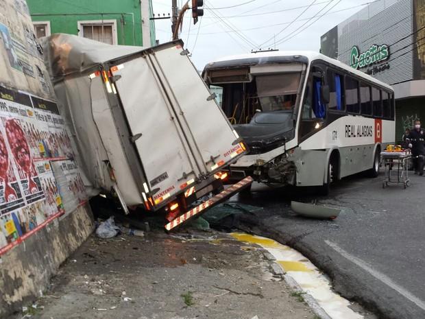 Colisão deixou cinco pessoas feridas, diz corpo de bombeiros (Foto: Kléverton Amorim/Arquivo pessoal)