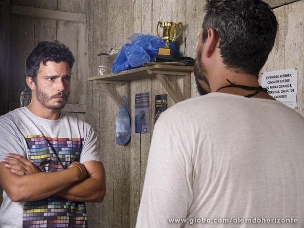 Hermes tenta amenizar a situação (Foto: Além do Horizonte/TV Globo)