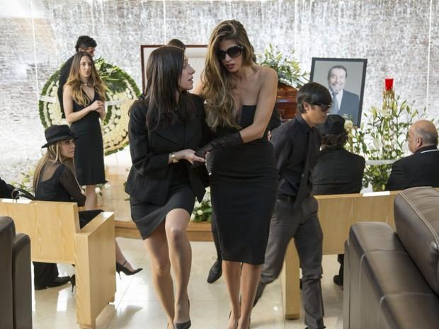 Mariana Treviño e Stephanie Cayo em cena da série 'Club de Cuervos', do Netflix (Foto: Divulgação)