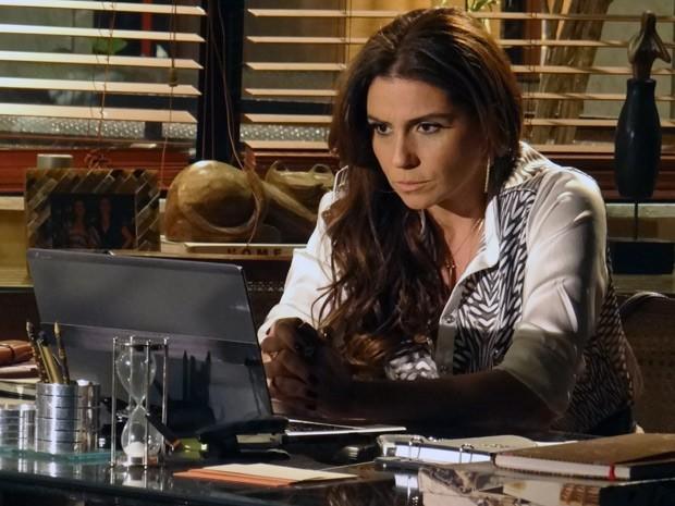 Helô fica surpresa ao descobrir que Morena está viva! (Foto: Salve Jorge/TV Globo)