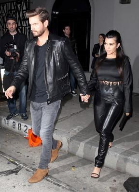 Kourtney Kardashian e Scott Disick em restaurante em Los Angeles, nos Estados Unidos (Foto: AKM-GSI/ Agência)