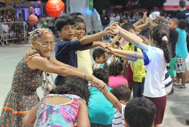 Uma quadrilha mirim também animou a festa (Foto: Rede Clube)
