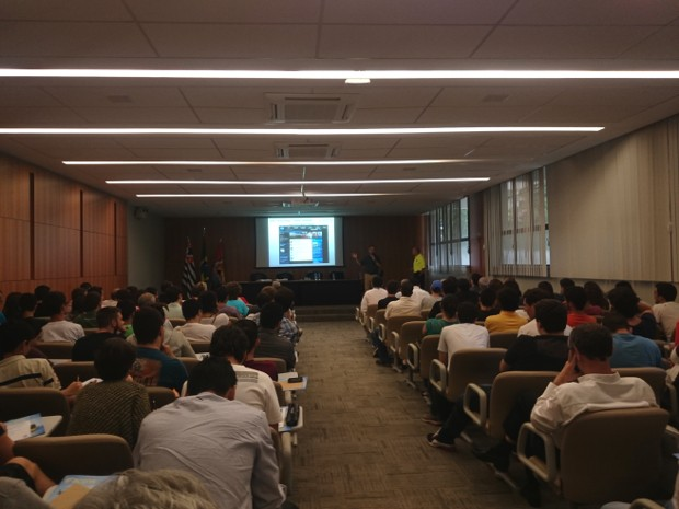 Durante palestra, representantes da Nasa convidaram brasileiros a fazer parceria (Foto: Tássia Lima / G1)